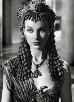 Dangerous breast - Vivian Leigh as Cleopatra