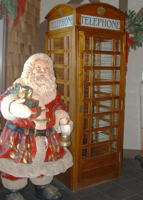 Santa Decor in boardwalk entrance foyer.