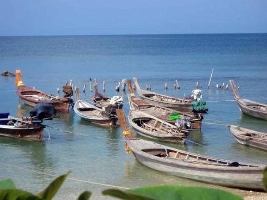 Fishing boats tied up at Klong Klong beach.