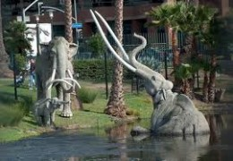 Page Museum at the La Brea Tar Pits: Mammoth Statue in the Tar