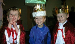 The three kings brought gifts to the baby Jesus. (Image extracted from source indicated.)