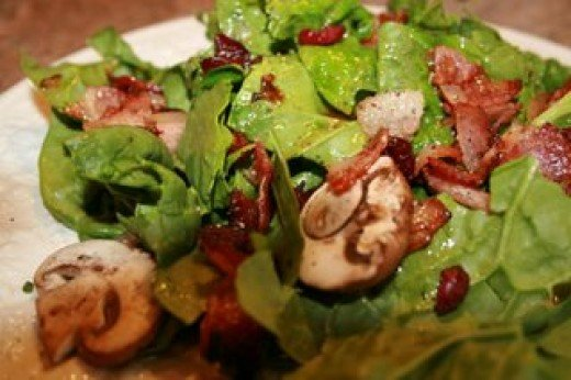 Thanksgiving Spinach salad with cranberries and pumpkin seeds