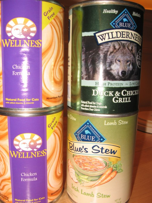 Wellness chicken cat food, is one of the best non-rx wet canned foods on the market for cats with urinary tract infections. In addition Blue Diamond and Wilderness brands are available for the problem canine, that presents with a few skin conditions.