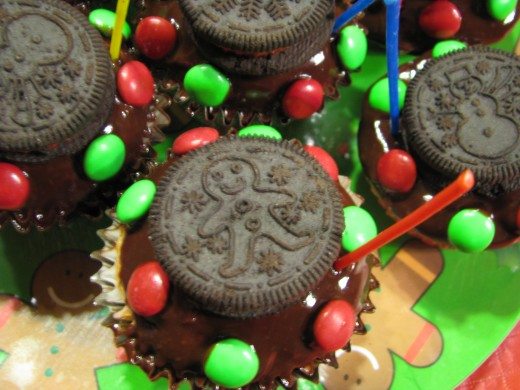 Christmas Oreo Cupcakes with Easy Chocolate Frosting: See directions below.