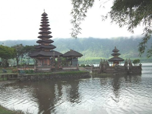 Ulun Danu 'Floating' temple on Beratan Lake in Bedugul