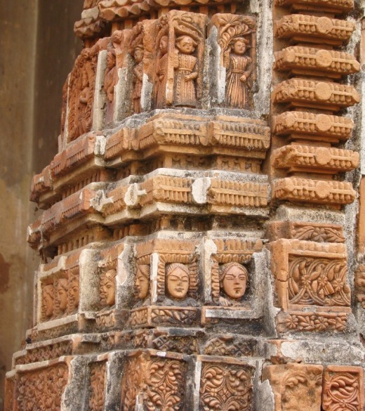 Intricate design on the front half-pillar