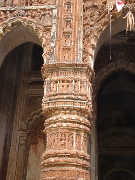 Decorated pillar