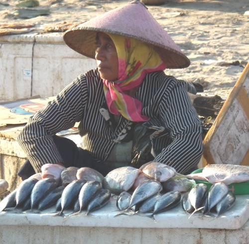 Selling fish at Jimbaran seafood market