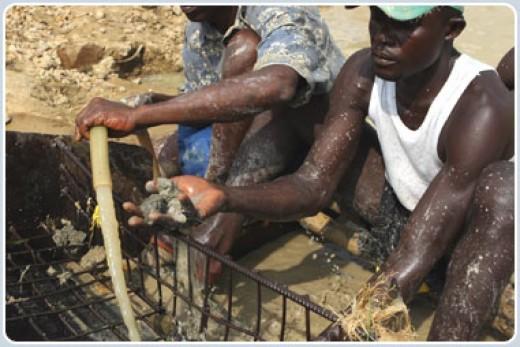 workers looking for diamonds in Sierra Leone