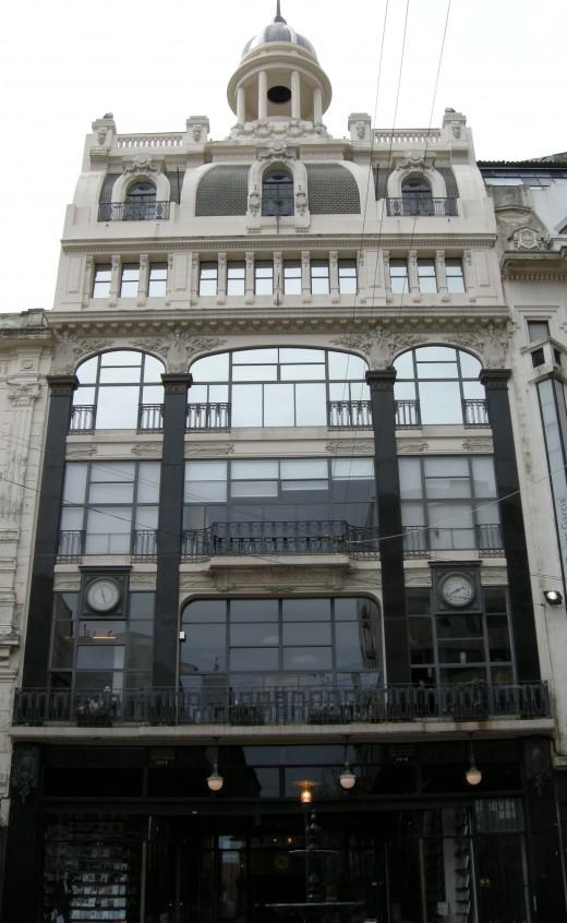 Puro Verso facade