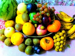Although round fruits are preferred fruits like bananas, apples and the like are included just to complete the needed number of different kinds of fruits