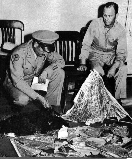 Fort Worth Army photo of men sorting through supposed Roswell crash debris