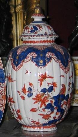 Vase in Imari style, 1700-1720, Delft dore, Museum Geelvinck, Amsterdam