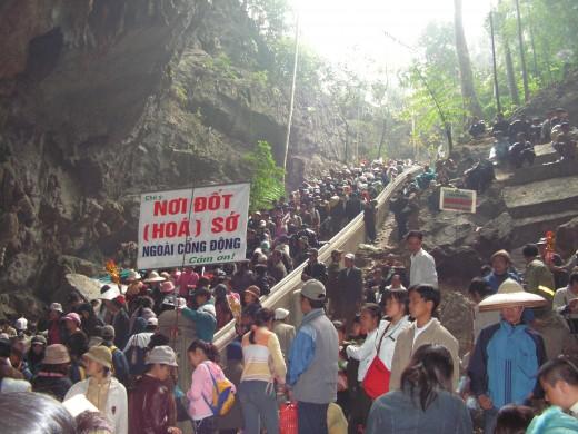 Huong Tich cavern