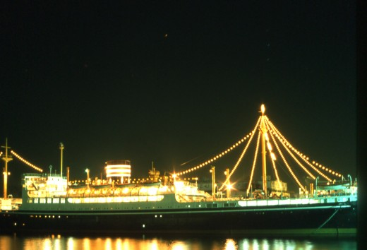 Hikawa Maru, floating restaurant, Yokohama - long exposure photography