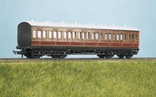 Ratio MR elliptical-roofed suburban coach in 4mm