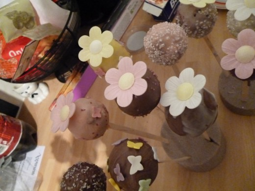 Displaying your cake pops on Styrofoam allows you to style them appropriate to the celebration