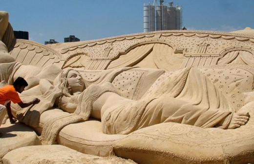 """Sleeping Mona Lisa"" won the People's Choice Award in the third Moscow Sand Sculpture championship."