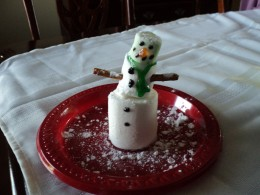 Sprinkle finished snowman with a light dusting of powdered sugar to make it look like freshly fallen snow.