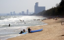 South facing view of Cha Am beach