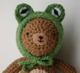 CROCHET TEDDY BEARS ARE WEARING THEM