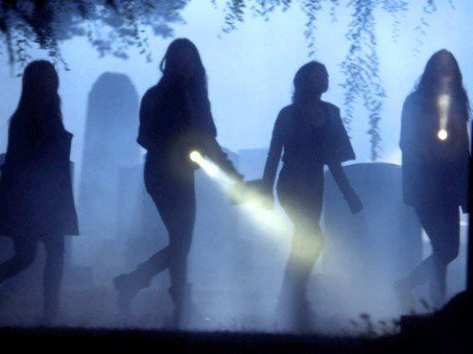"""The girls search for a killer's identity on """"Pretty Little Liars."""""""