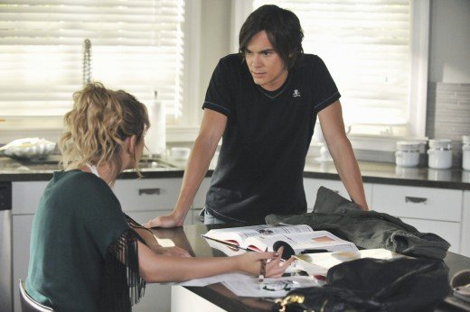 "Benson confronts her relationship issues on ""Pretty Little Liars."""