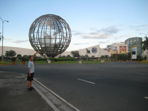 Jogging time at Mall of Asia grounds (Photo by Travel Man)