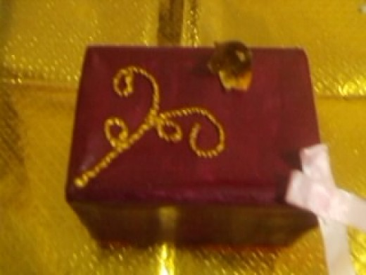 Decorated jewelery gift box