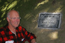 Conservationist Don Merton alongside a plaque commemorating the efforts of 'Old Blue'.