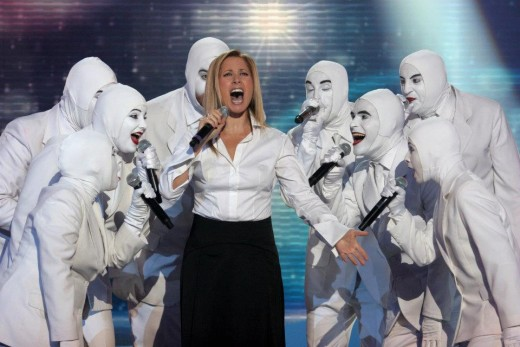 Lara Fabian dueting with the Israeli acappela group Voca People in French TV. Aired in December 10th, 2011.