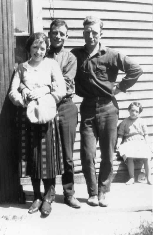 Maggie with brothers, George and Jim (and unknown little girl in the background)