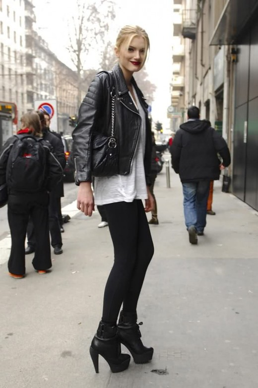 Brits like to pair black and white together to create a sleek, refined look. They also love throwing on black leather motorcycle jackets to make an outfit less dressy.