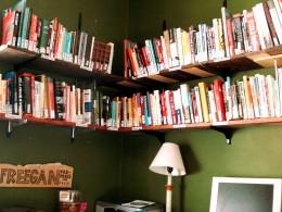 Assemble your own L-shape shelves with custom measurements.
