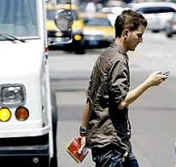 Texting While Walking - Dangers, Hazards, Injuries and Deaths