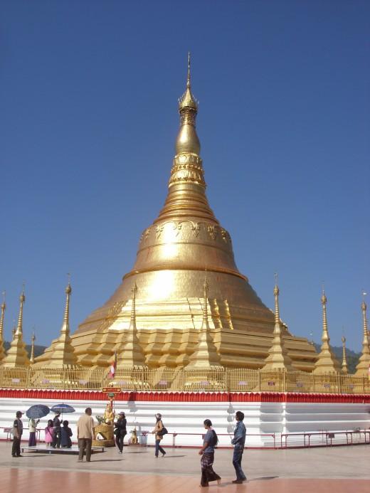 Shwe Dagon Pagoda, Tachilek, Myanmar