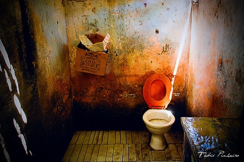 THIS IS A 'HORROR' REST ROOM. AND IVE SEEN MANY IN MY TRAVELS ON INTERSTATES IN THE USA THAT LOOKED MUCH LIKE THIS ONE.