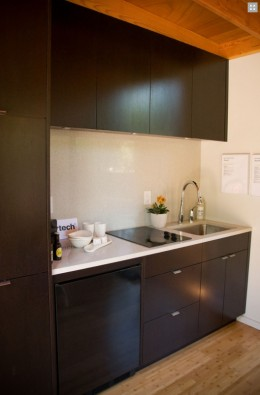 A small kitchenette in this Studio Cabana.