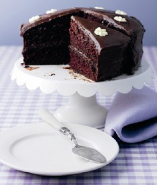 Easy chocolate fudge cake recipe delishably for Simple chocolate fudge cake