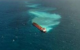 When most ships run aground they, stop but this huge tanker was dragged for two kilometers.