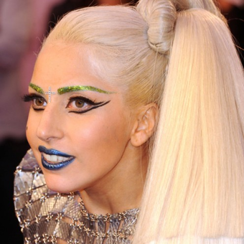 Lady Gaga wore these bright blue lips at the European Music Awards.