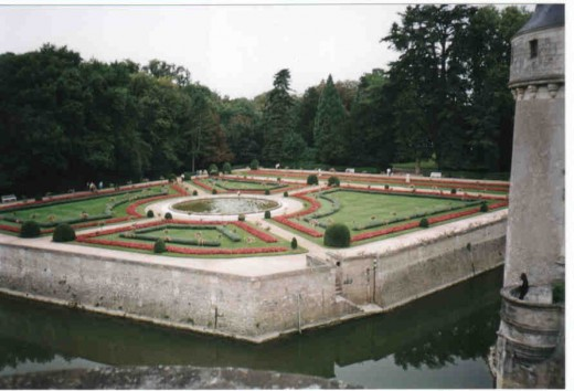 The landscaped garden is in full harmony with the architecture of the chateau.