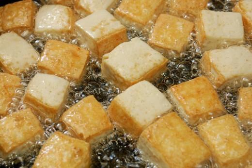 Frying Hard Bean Curd Cubes Image:© Sony Ho|Shutterstock.com