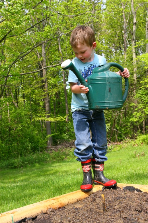 A watering can is an essential tool for young gardeners: this allows a child to water his or her own garden without assistance.