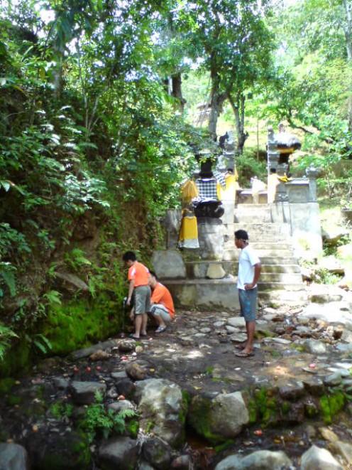 Holy Spring Water (Air 5 Rasa)
