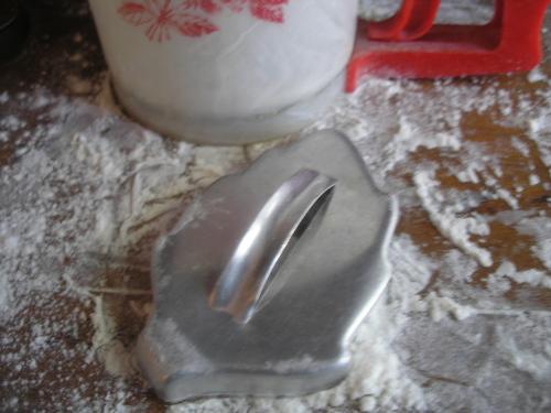 A poplar leaf cookie cutter.