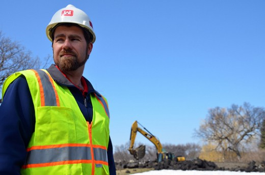 USACE Civil Engineer monitors emergency levee construction in Fargo, North Dakota