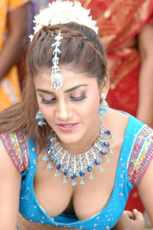 Indian Actresses Cleavage - Your Time Pass Dot Entertainment Blog