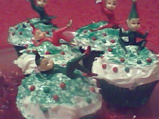 Vintage-look, Christmas Elf Cupcakes