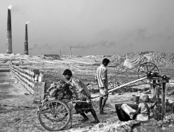 Photography/Pictures/Photos of workers and brick making industry at brick kilns in Dhaka, Bangladesh